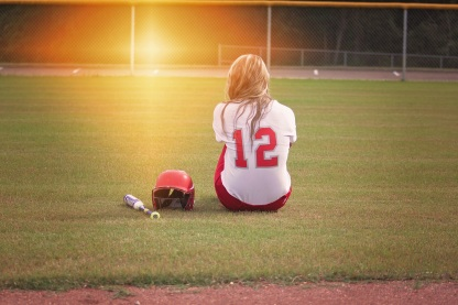 softball-player-girl-bat-163287